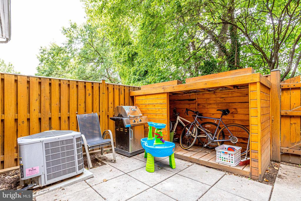 Private Fenced Patio - Bike shed to be Removed - 2536 S WALTER REED DR #D, ARLINGTON