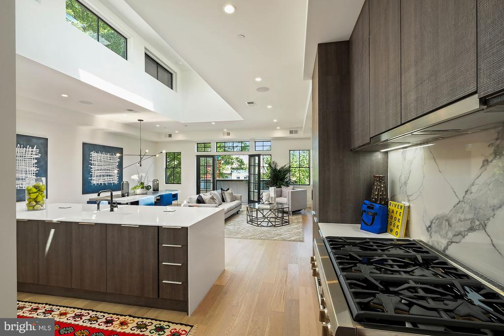 Chef's kitchen with Thermadore and Bosch appliance - 928 O ST NW #3, WASHINGTON