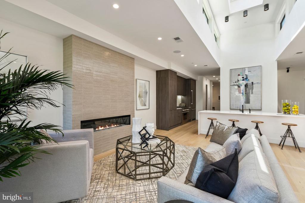 Contemporary style fireplace w. wall glazed brick - 928 O ST NW #3, WASHINGTON