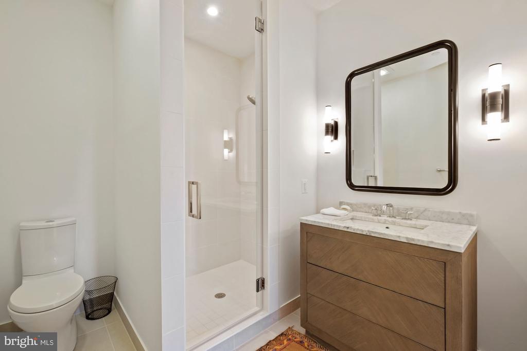 Guest bedroom en suite bathroom - 928 O ST NW #3, WASHINGTON