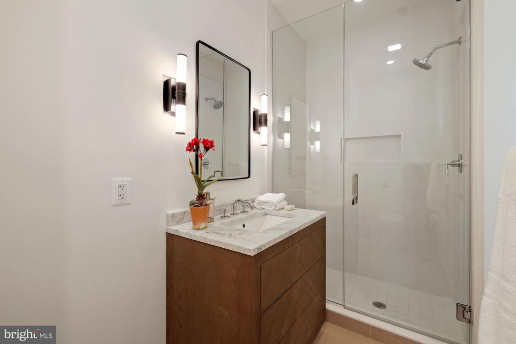 Full bathroom in hall way - 928 O ST NW #3, WASHINGTON