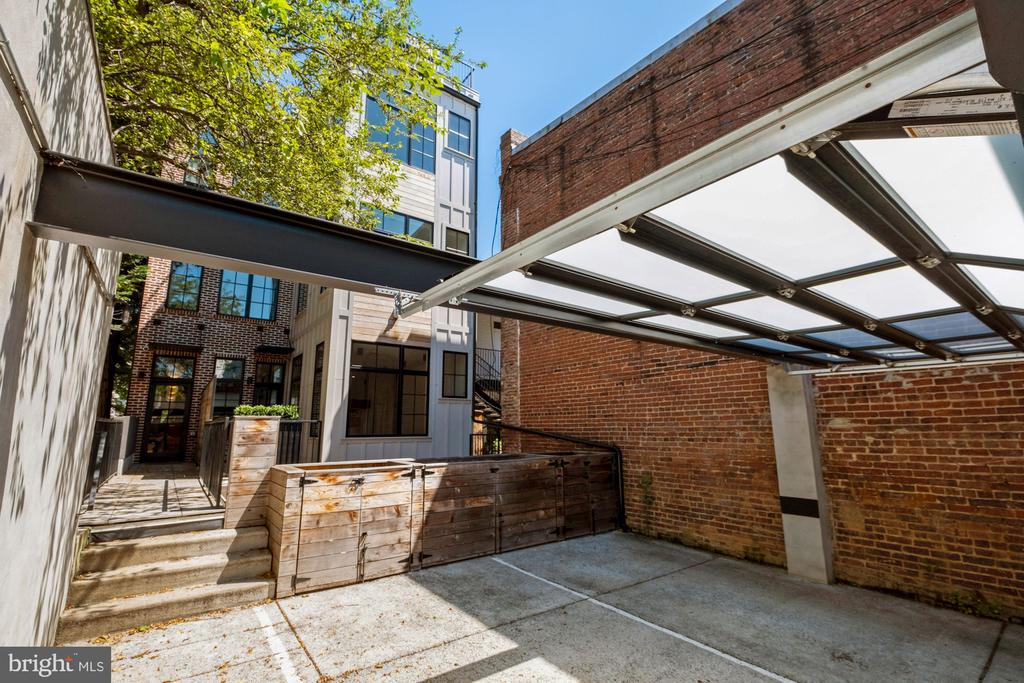 Private parking with rear entrance to condo - 928 O ST NW #3, WASHINGTON
