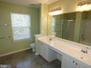 Master bath view of double sinks - 43114 LLEWELLYN CT, LEESBURG