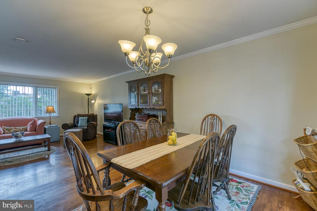Family Sized Breakfast Area! - 201 N RANDOLPH RD, FREDERICKSBURG
