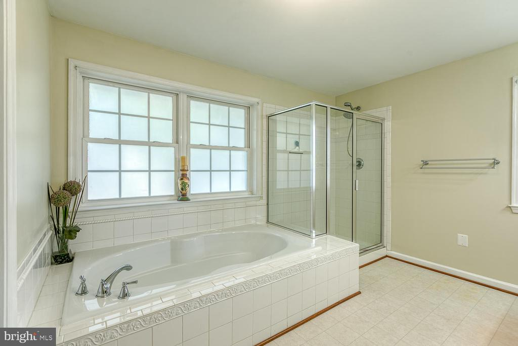 Luxury Spa Bath - 201 N RANDOLPH RD, FREDERICKSBURG