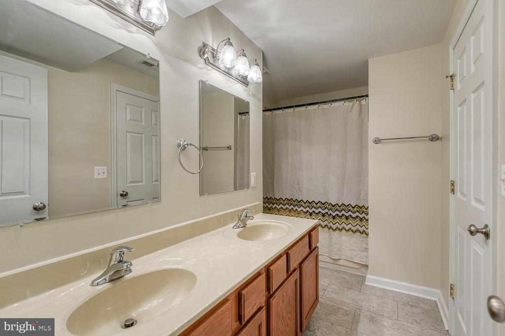2nd Master Bath with Dual Sinks - 201 N RANDOLPH RD, FREDERICKSBURG