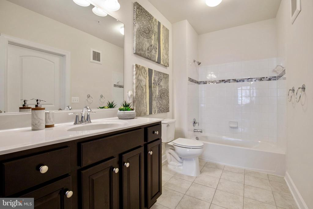 Guest bathroom with large vanity - 13740 ENDEAVOUR DR #307, HERNDON