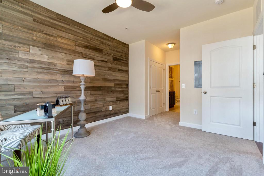 Gorgeous space to be used as office or guest suite - 13740 ENDEAVOUR DR #307, HERNDON