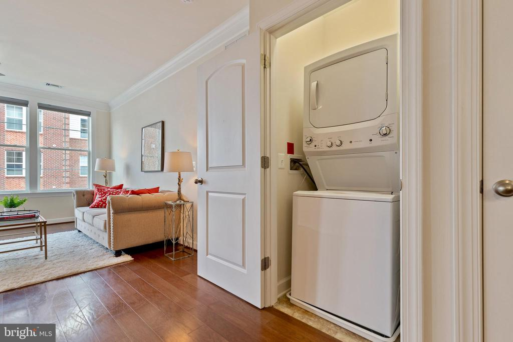 Stacked washer and dryer - 13740 ENDEAVOUR DR #307, HERNDON