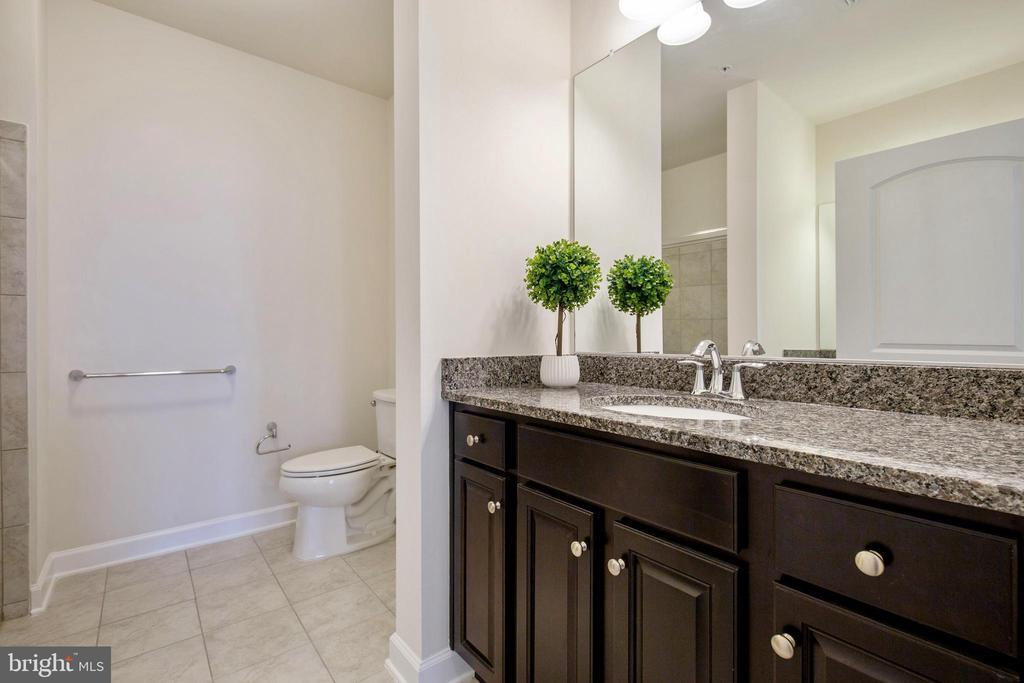 Huge master bathroom - 13740 ENDEAVOUR DR #307, HERNDON