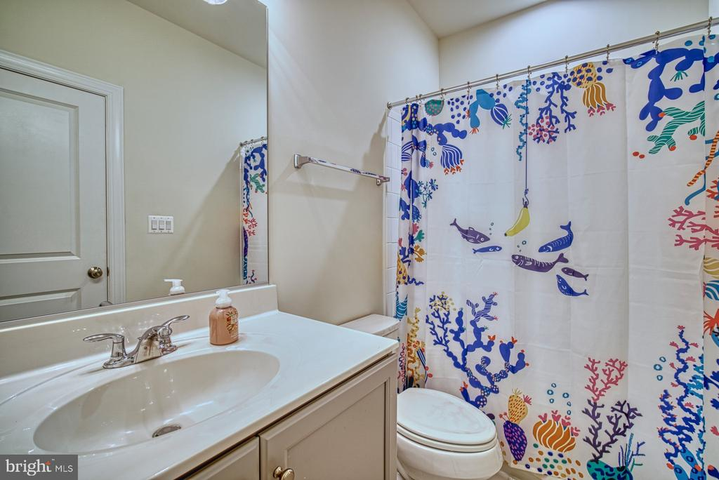 Second Full Bathroom - 42298 ASHMEAD TER, BRAMBLETON