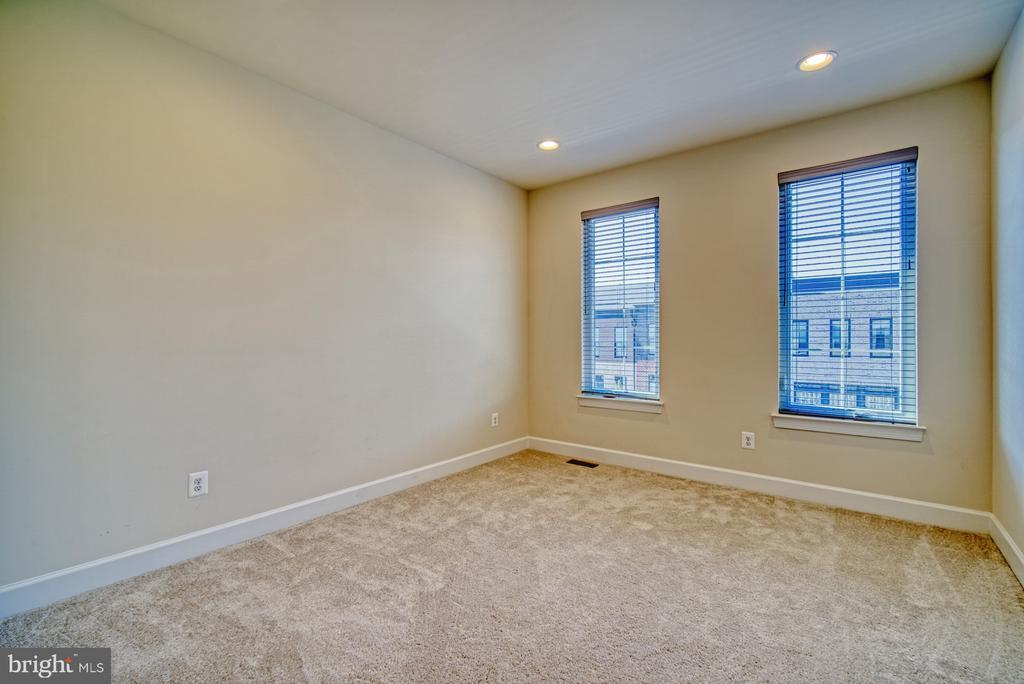 Spacious Third Bedroom with Private Bathroom - 42298 ASHMEAD TER, BRAMBLETON