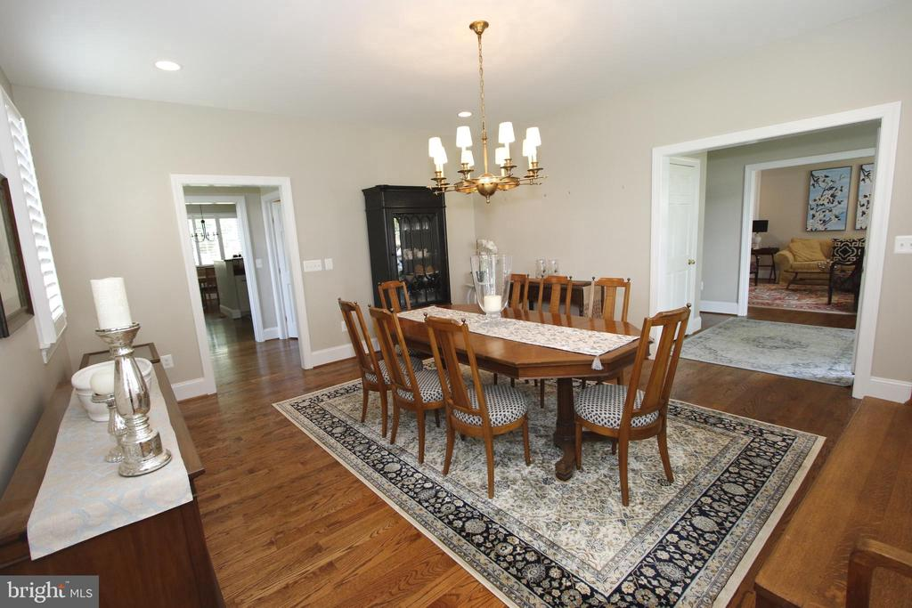 Dining Room with view to Foyer & Living Room - 20131 DAIRY LN, STERLING