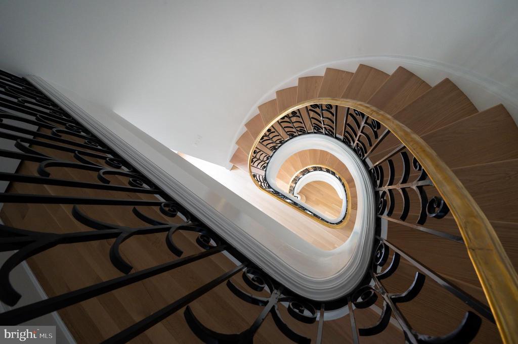 Restored Original Curved Stair - 2302 KALORAMA RD NW, WASHINGTON