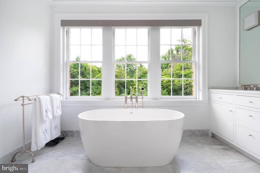 Master Bath with Soaking Tub and Heated Floor - 2302 KALORAMA RD NW, WASHINGTON
