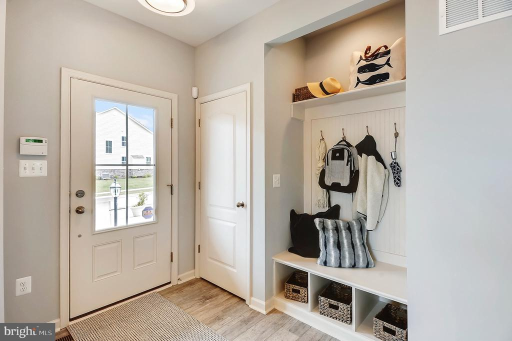 Entry with Optional Built Ins - 18530 TRAXELL WAY, GAITHERSBURG