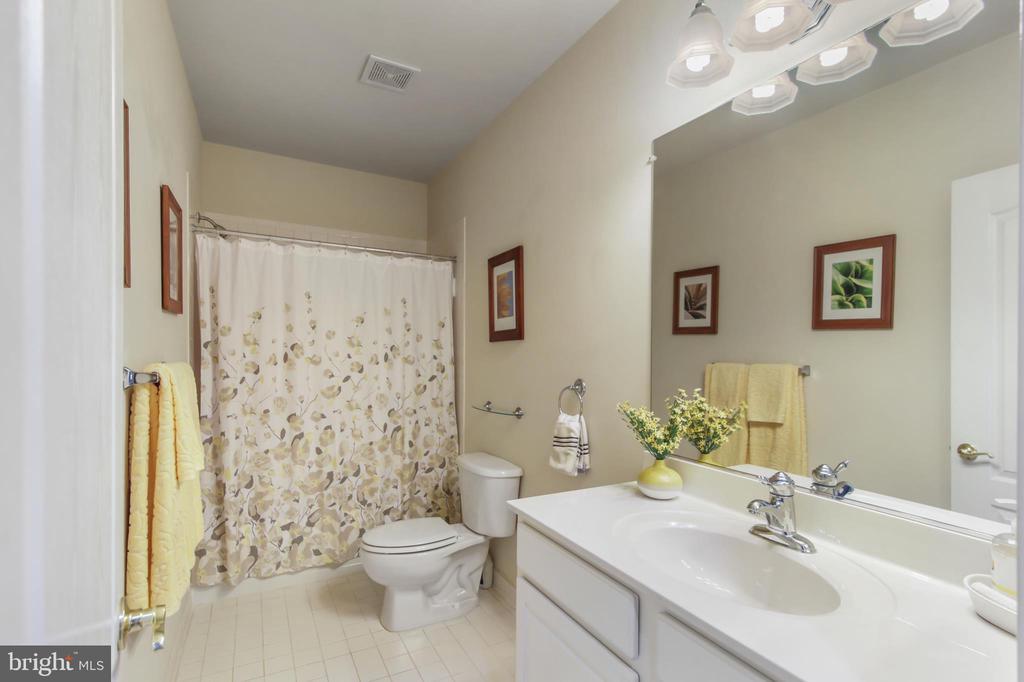 Full bathroom in basement - 19072 CRIMSON CLOVER TER, LEESBURG