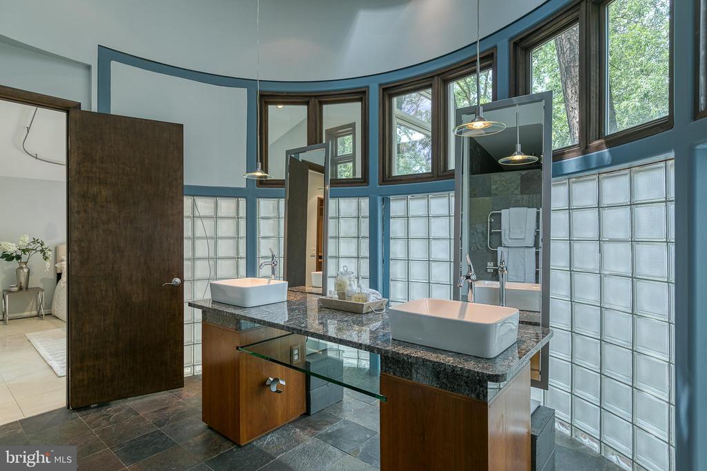 Luxurious en suite master bath w/ floating vanity! - 3408 GREENTREE DR, FALLS CHURCH