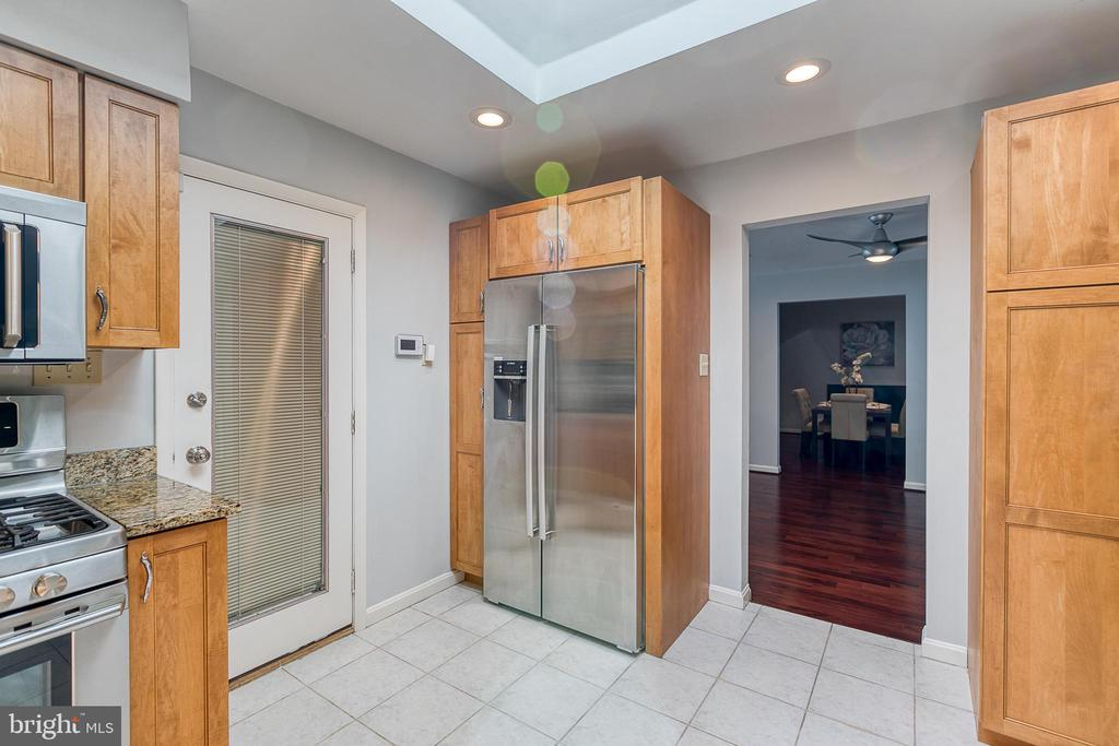 Kitchen with granite and stainless steel - 3408 GREENTREE DR, FALLS CHURCH