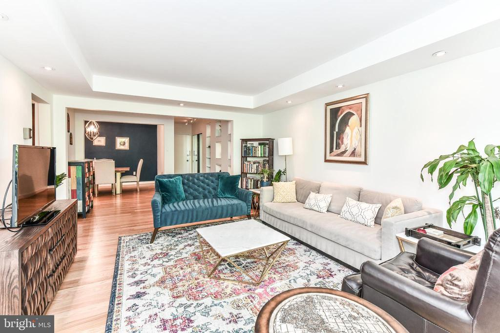 Spacious living - room for 2 couches! - 3001 VEAZEY TER NW #508, WASHINGTON