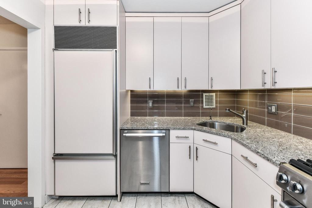 High-end appliances. - 3001 VEAZEY TER NW #508, WASHINGTON