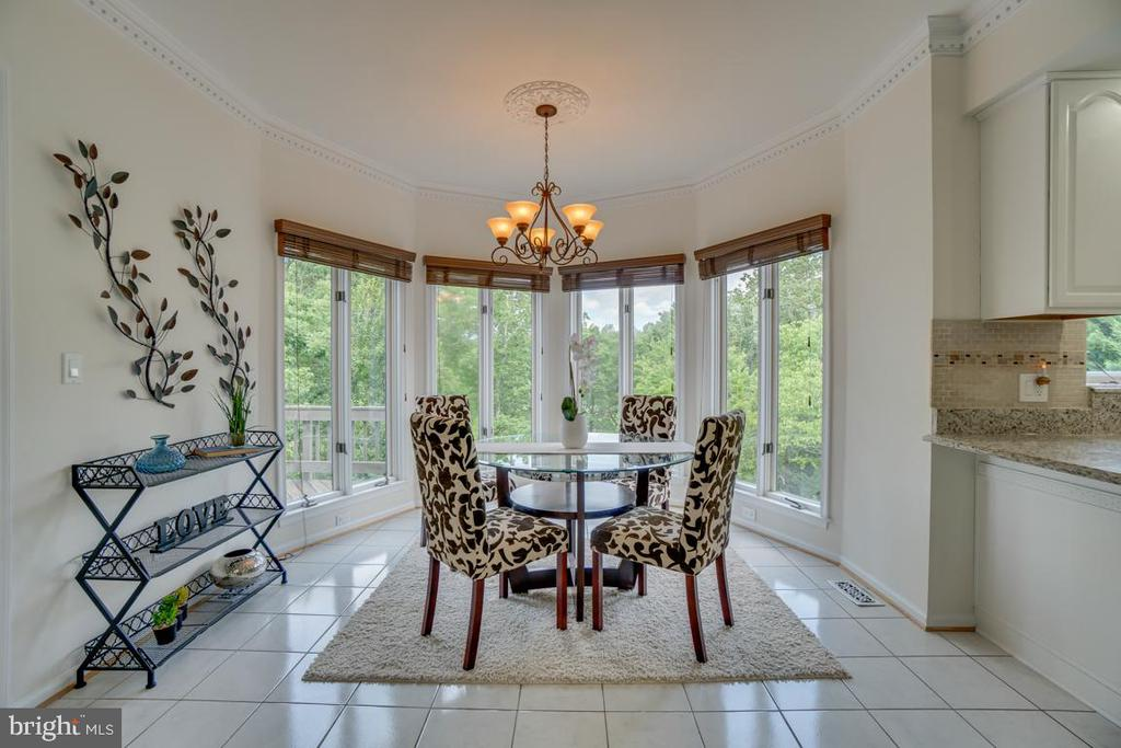 Breakfast eat-in area with tree and water views - 320 IRONSIDE CV, STAFFORD