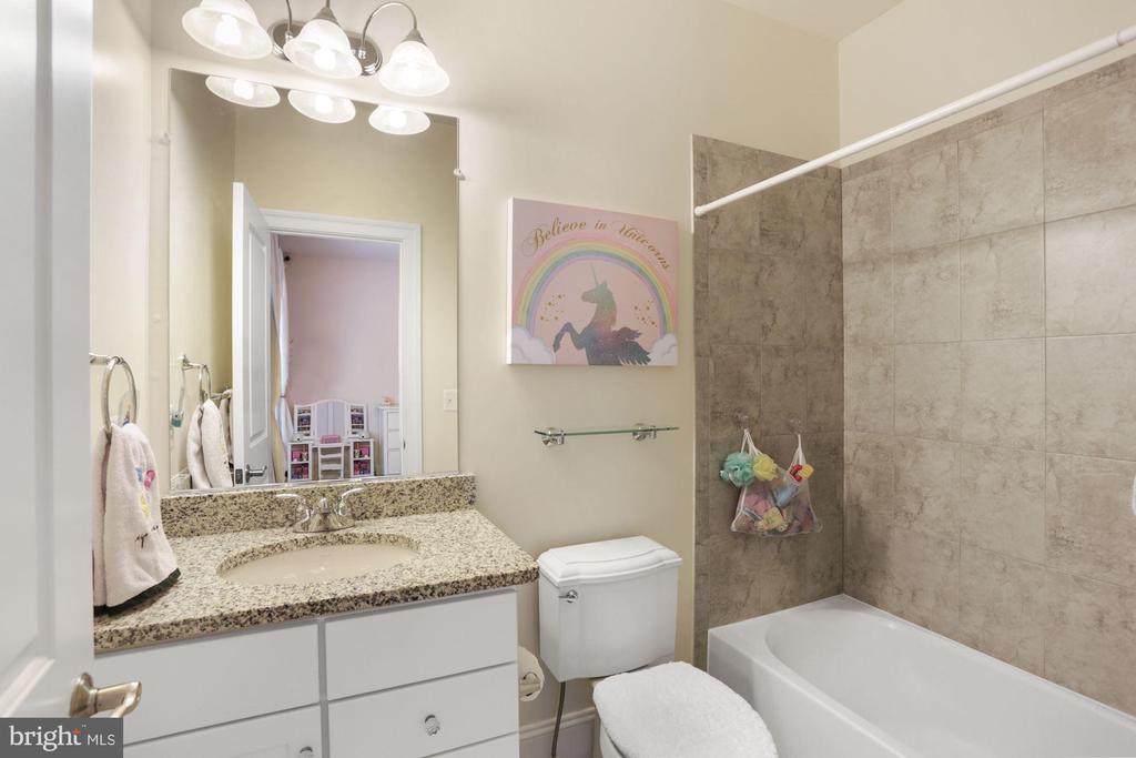 Bathroom Upper Level #1 - 6515 MANOR RIDGE CT, FALLS CHURCH