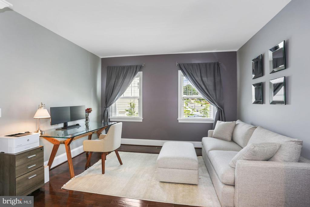 Owner's Bedroom Sitting Area - 6515 MANOR RIDGE CT, FALLS CHURCH