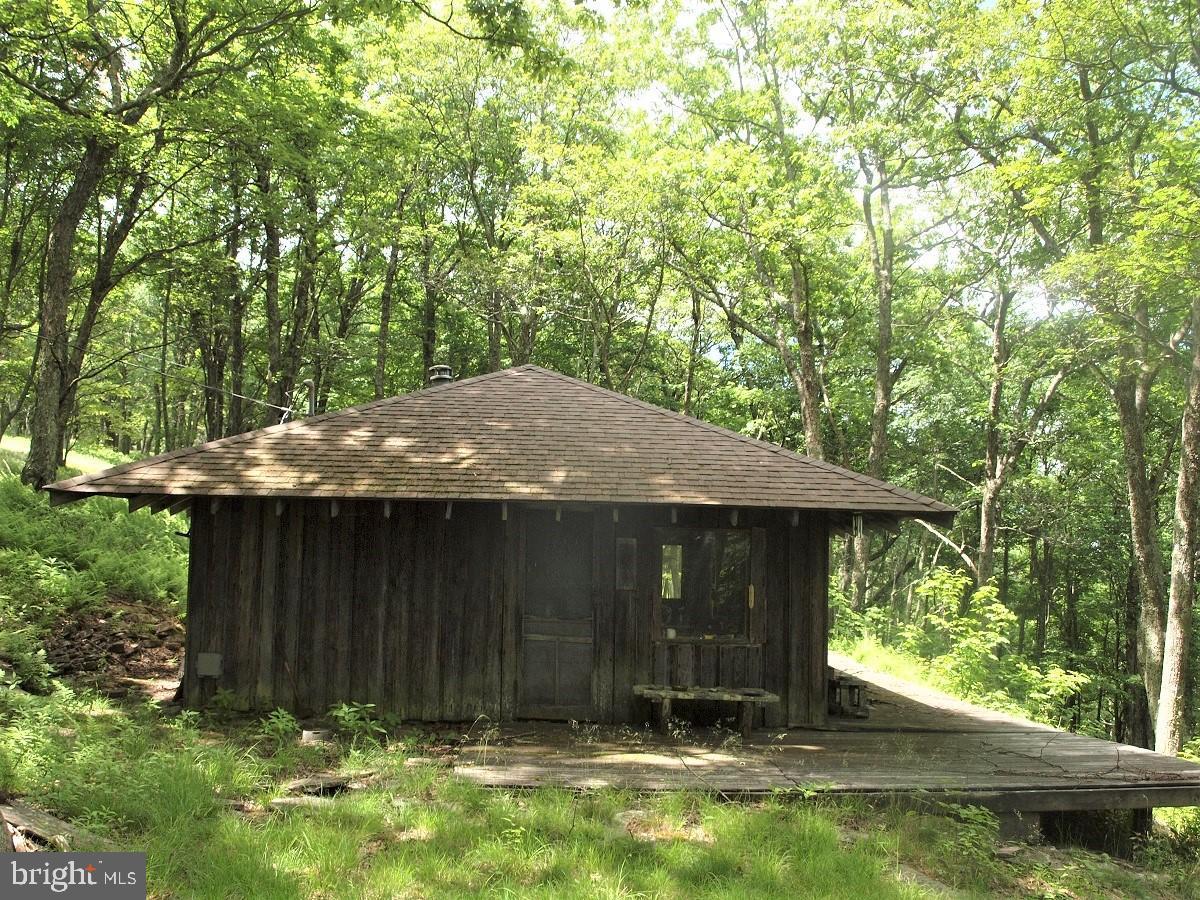 Single Family Homes para Venda às Circleville, West Virginia 26804 Estados Unidos