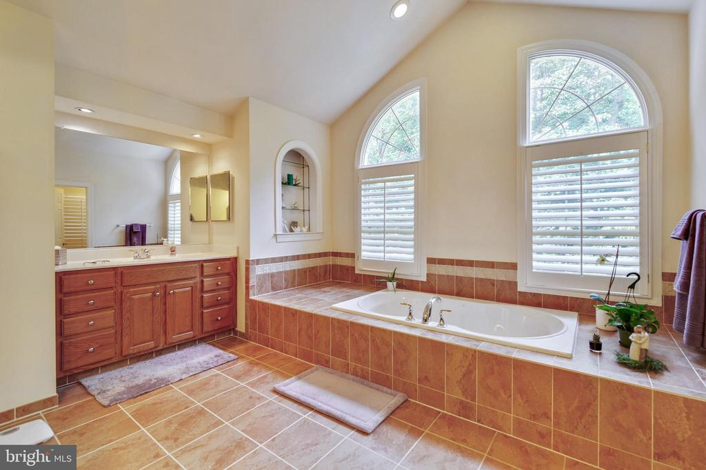 Master Bathroom with soaking tub - 3717 STONEWALL MANOR DR, TRIANGLE