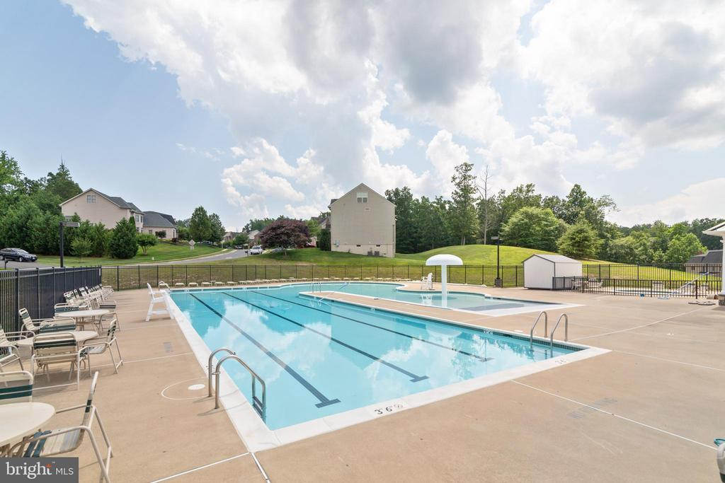 Community Pool - 3717 STONEWALL MANOR DR, TRIANGLE