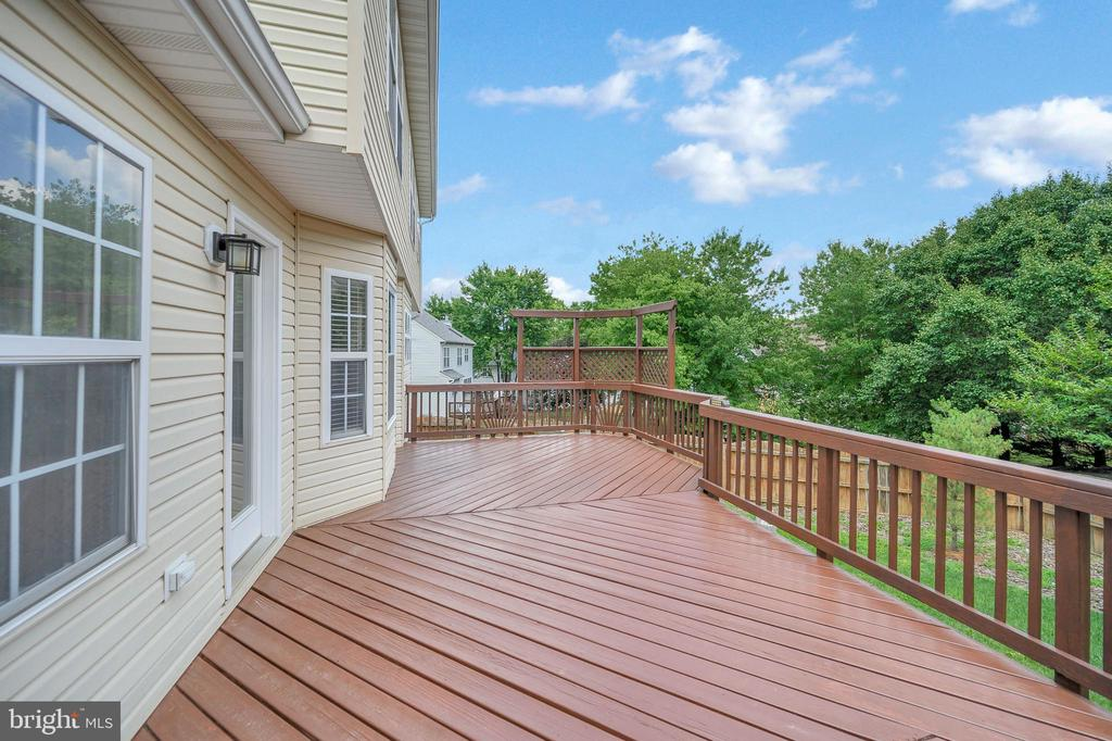 Large deck leading to fenced backyard - 6 BRANTFORD DR, STAFFORD