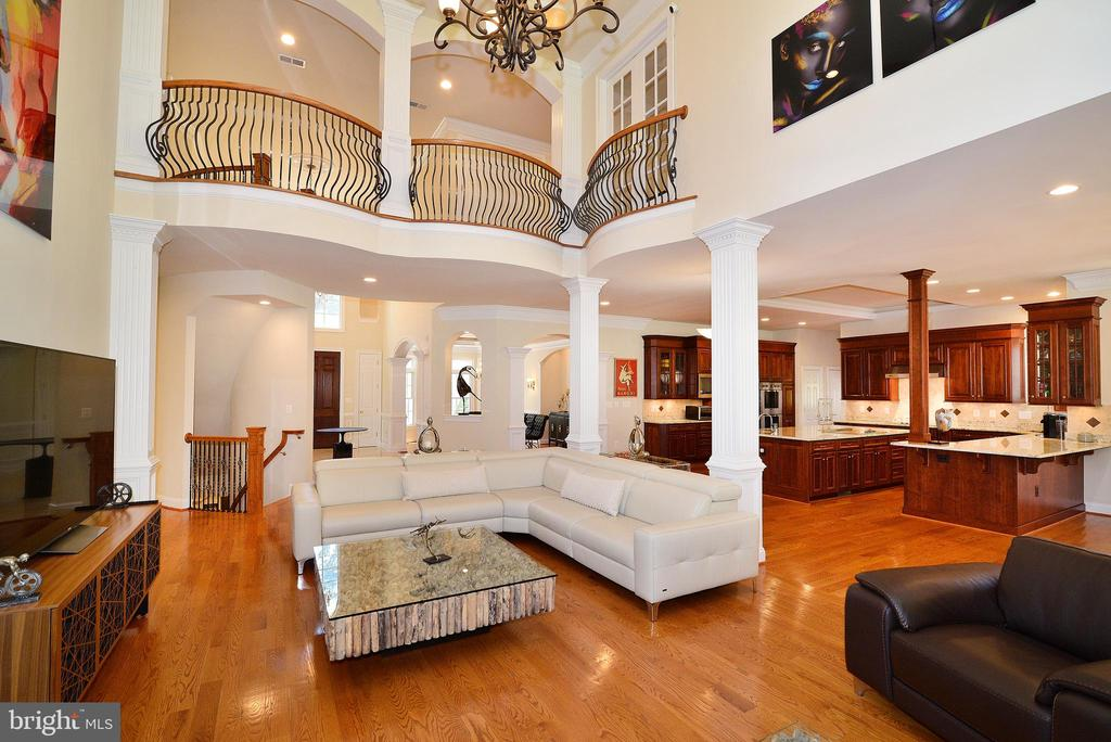 2 Story Great Room - 6917 CHERRY LN, ANNANDALE