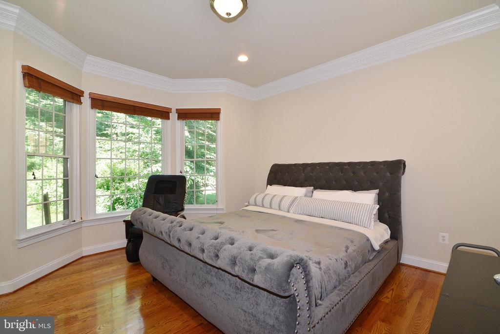 Main Level Bedroom - 6917 CHERRY LN, ANNANDALE