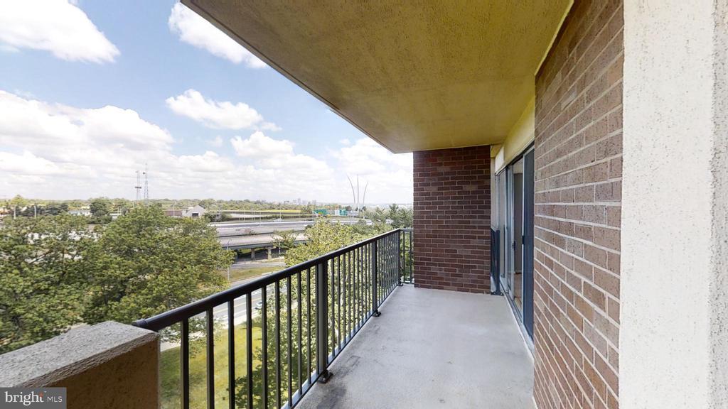 Spacious balcony - 1300 ARMY NAVY DR #907, ARLINGTON