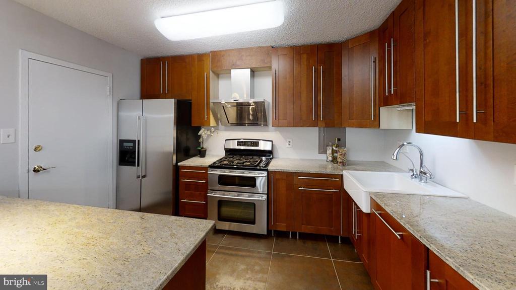 Spacious modern sparkling kitchen - 1300 ARMY NAVY DR #907, ARLINGTON