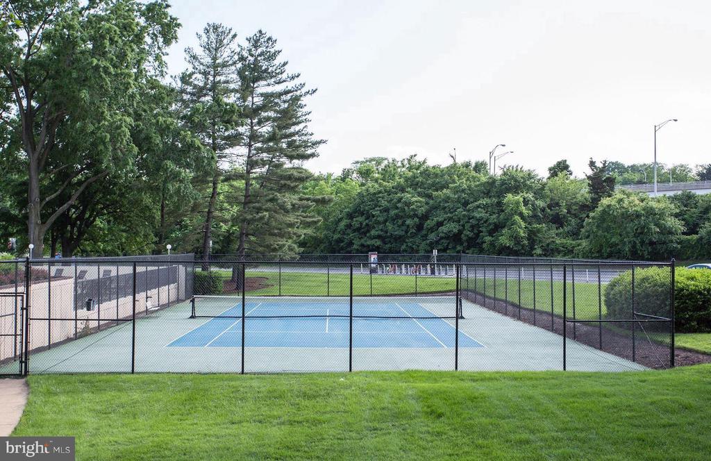Tennis courts - 1300 ARMY NAVY DR #907, ARLINGTON