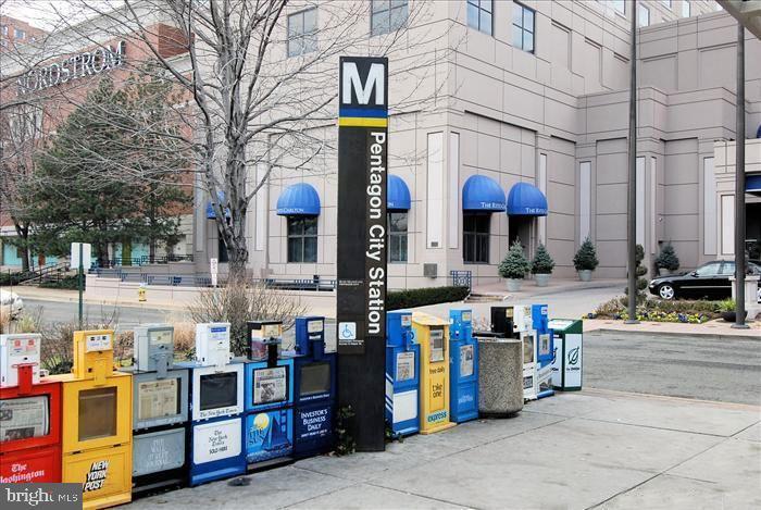 Pentagon City metro station - 1300 ARMY NAVY DR #907, ARLINGTON