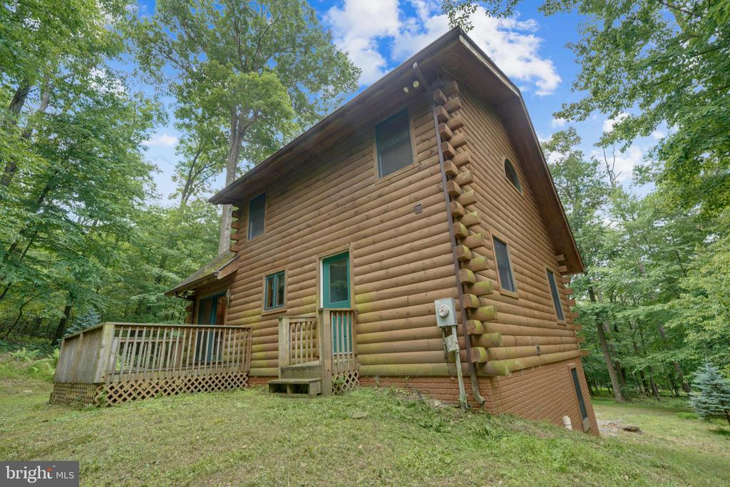 A well built Timberhaven Log Home! - 13533 CATOCTIN HOLLOW RD, THURMONT