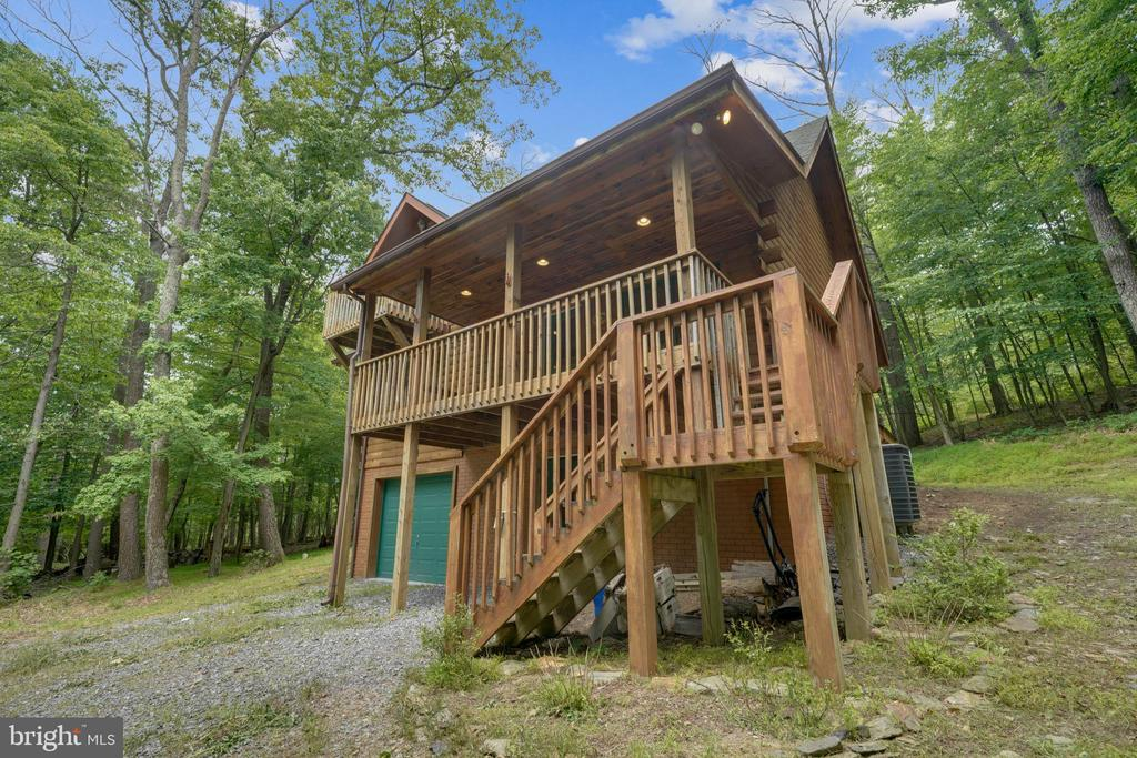 Steps to the main level! - 13533 CATOCTIN HOLLOW RD, THURMONT
