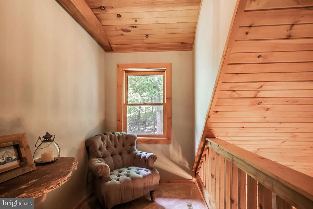The loft is a great place to read a book! - 13533 CATOCTIN HOLLOW RD, THURMONT