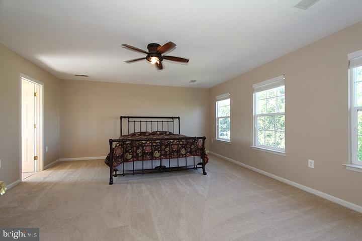 Upper level master bedroom - 118 CLAUDE CT SE, LEESBURG
