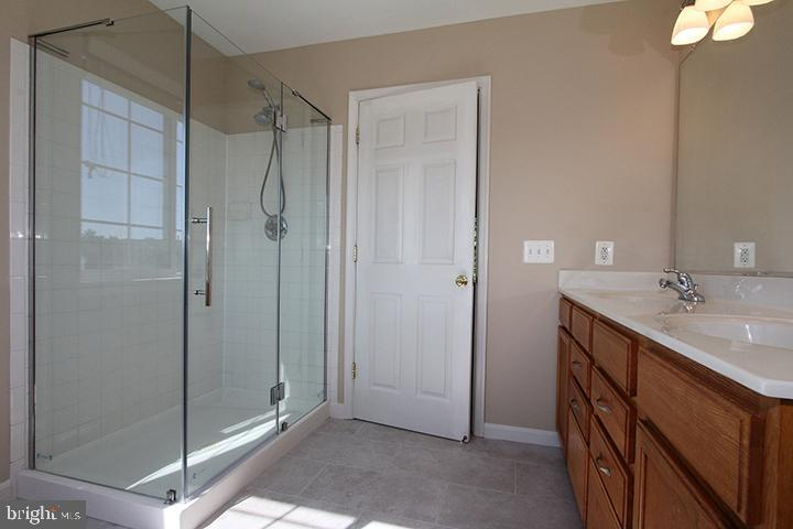 Master bathroom- alt view - 118 CLAUDE CT SE, LEESBURG