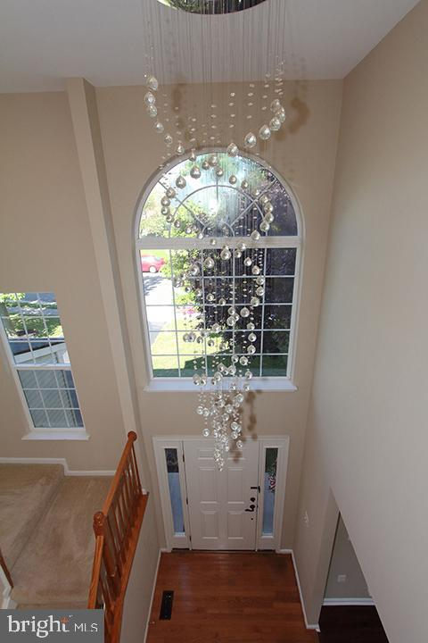 View of foyer from the upper level - 118 CLAUDE CT SE, LEESBURG