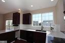 Stunning kitchen with quartz countertops - 118 CLAUDE CT SE, LEESBURG
