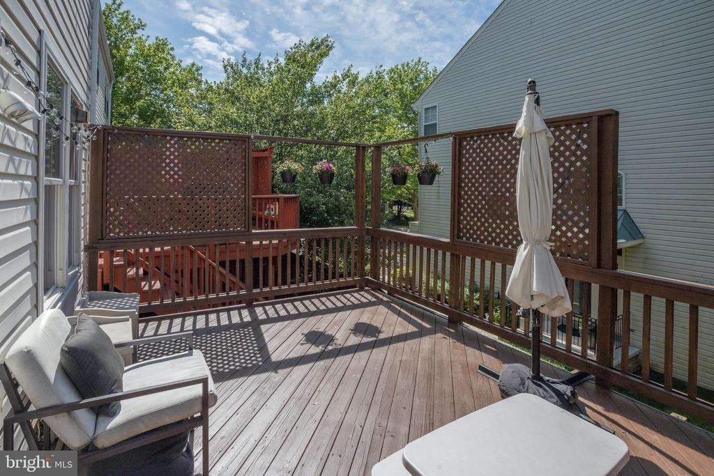 Gorgeous deck - 42969 BEACHALL ST, CHANTILLY
