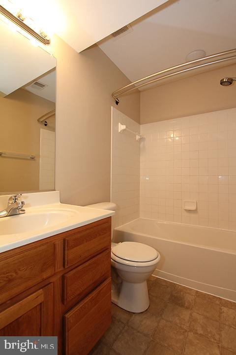 Lower level full bath - 118 CLAUDE CT SE, LEESBURG