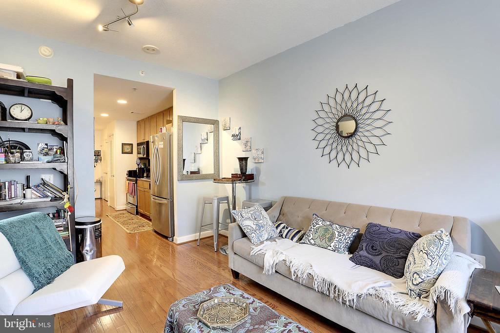Living Area - 400 MASSACHUSETTS AVE NW #604, WASHINGTON