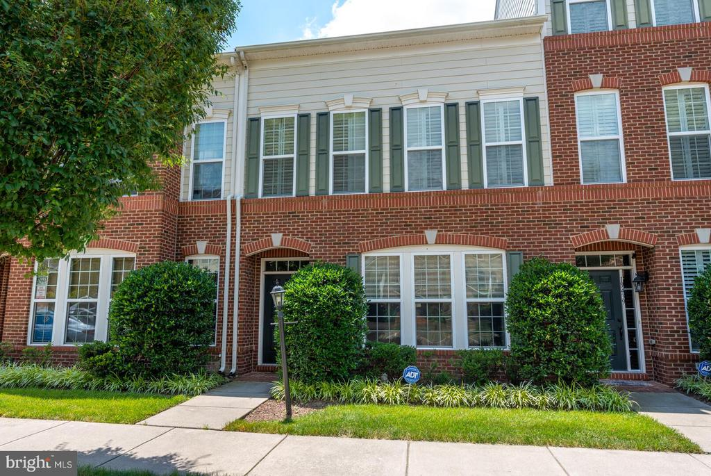 Beautiful Large Lansdowne Townhome. - 19441 COPPERMINE SQ, LEESBURG