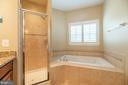 Luxury soaking tub in the master bathroom. - 19441 COPPERMINE SQ, LEESBURG